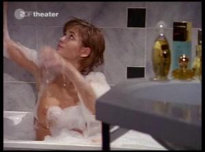 Anja kling nackt in der Badewanne
